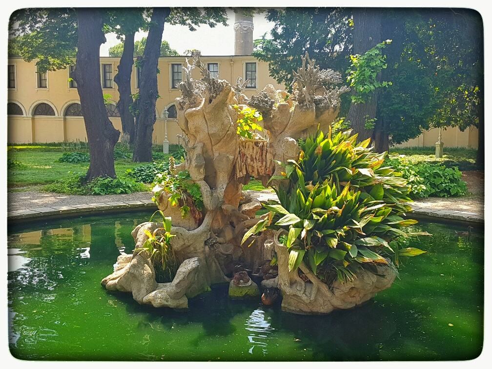 d palace fountain